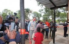 The governor of Manica, next to the SCIMOZ's Country Director, cuts the ribbon and visits the first of the 100 houses in Dombe