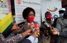 Ana Dulce Guizado, Directora Provincial da Save the Children em Manica, explicando aos jornalistas a importância de ter a Linha 116 descentralizada para a região central de Moçambique